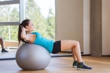 Stability Ball Crunch l www.destinationfittraining.ca